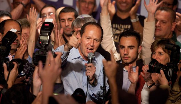 Jerusalem Mayor Nir Barkat (C) speaks to supporters after winning the Jerusalem mayoral election on October 23, 2013 in Jerusalem, Israel.