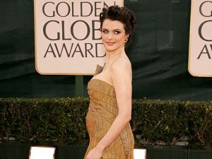 Rachel Weisz arrives to the 63rd Annual Golden Globe Awards at the Beverly Hilton on January 16, 2006 in Beverly Hills, California. (Photo by Frazer Harrison/Getty Images)