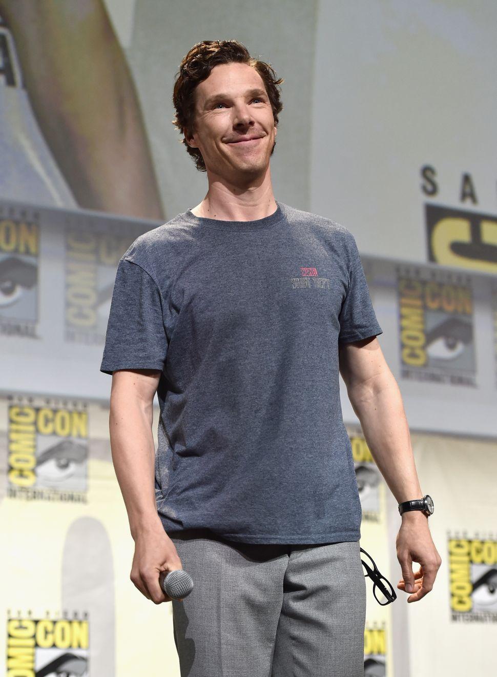 Benedict Cumberbatch Reads Sol LeWitt, Putin Gives the Gift of Art