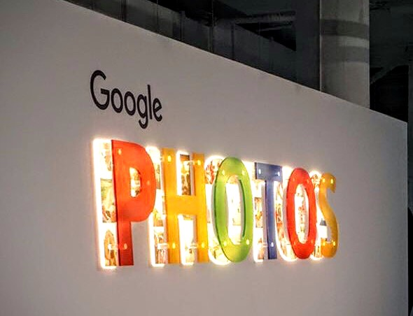 Google's New Photo App Is Revolutionizing Image Digitization and Editing