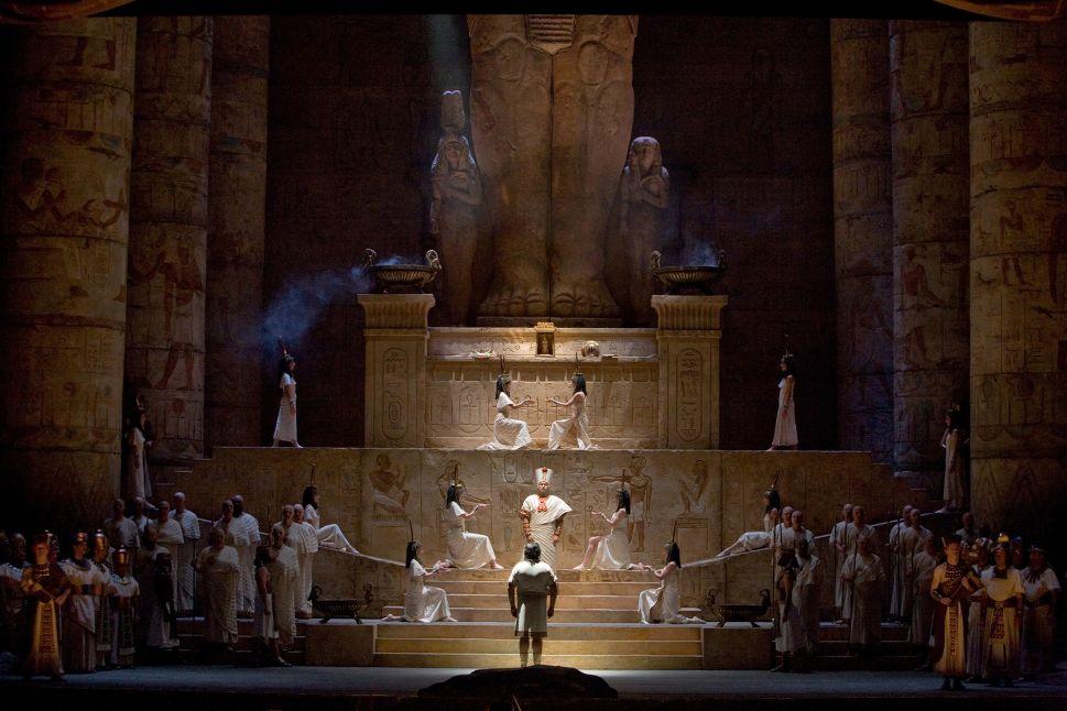 The Met's Mundane 'Aida' Pales Next to Munich's Sizzling 'La Favorite'