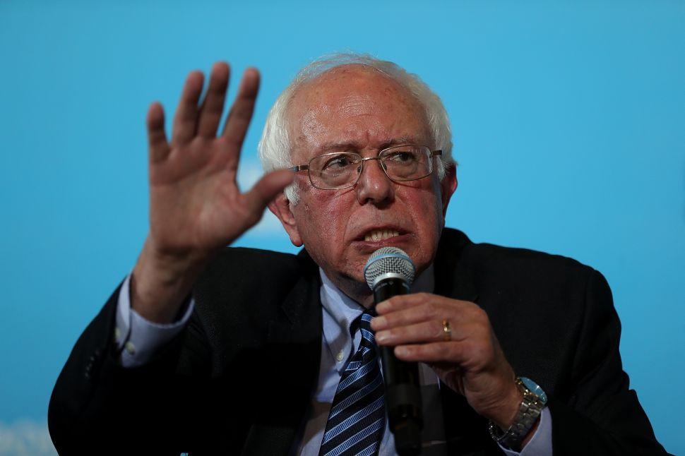 Bernie Sanders Abandons Clinton in Final Week