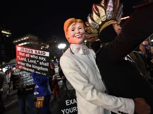 A participant dresses as Hillary Clinton for the 43rd Annual Halloween Parade in New York on October 31, 2016. / AFP / ANGELA WEISS