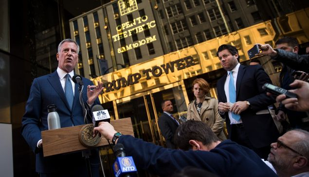 Mayor Bill de Blasio speaks to the press in front of Trump Tower after his meeting with President-elect Donald Trump.