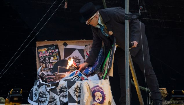 LONDON, ENGLAND - NOVEMBER 26: Joe Corre, the son of Vivienne Westwood and Sex Pistols creator Malcolm McLaren burns his entire £5 million punk collection on November 26, 2016 in London, England. Joe Corre burnt the rare punk memorabilia in protest saying punk has no solutions for today's youth and is 'conning the young'. (Photo by John Phillips/Getty Images)