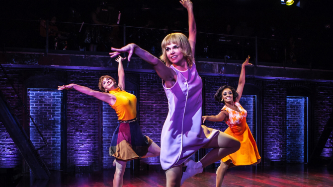 'Sweet Charity' Revival, Starring Sutton Foster, Is Middling Mediocrity