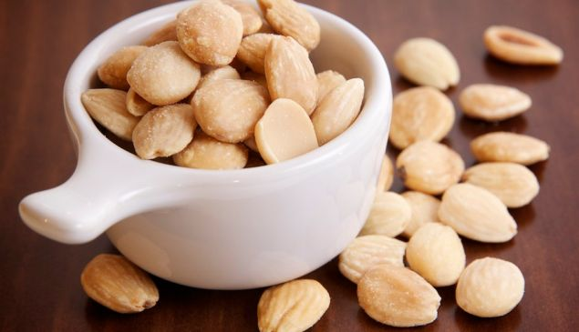 A new study suggests that eating nuts pay health benefits.