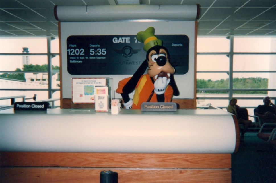 9 Secrets About Disney World From a Guy Who Played Goofy for 20 Years