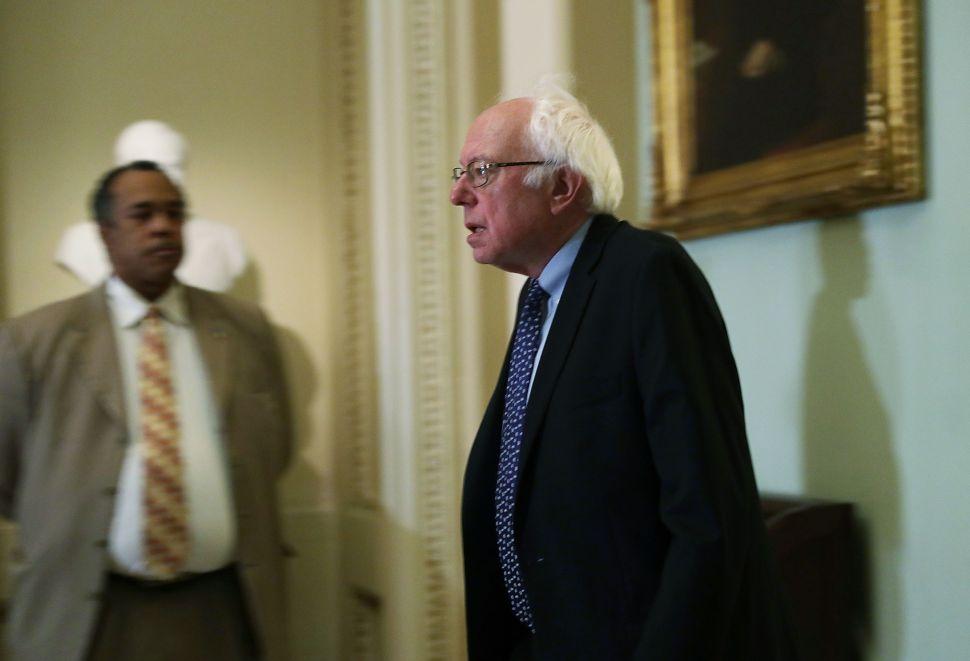 Bernie Sanders Schools Democrats on the Right Way to Win Republican Votes