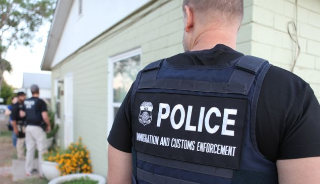 A United Sttes Immigration and Customs Enforcement (ICE) officer