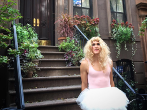 Dan Clay re-creates Carrie Bradshaw's most iconic costumes as Carrie Dragshaw.