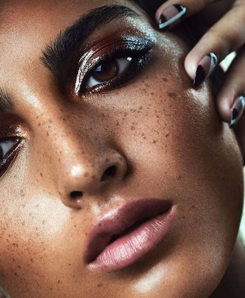 The Tasteful Way to Wear Sparkly Makeup On NYE