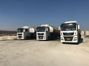 trucks-of-fuel-waiting-to-enter-gaza-from-israel