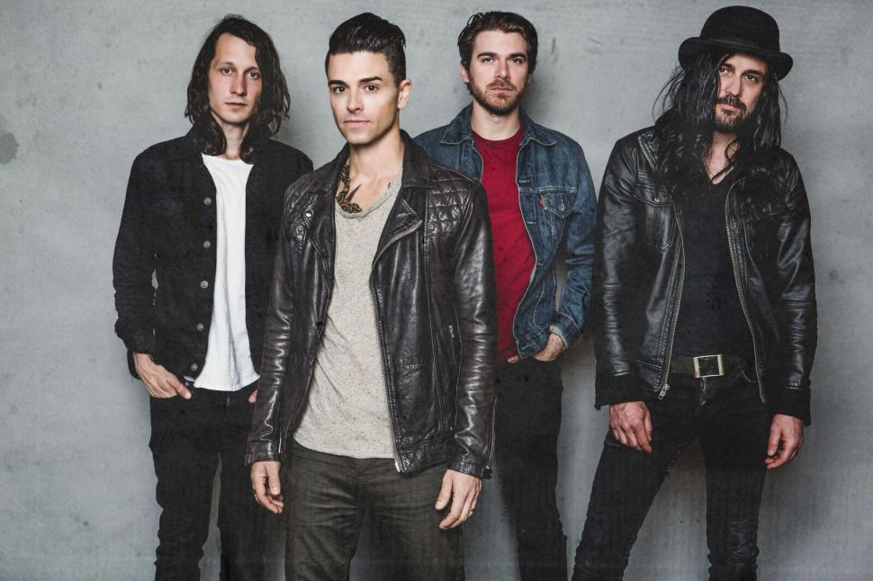Chris Carrabba on Reviving Emo With Dashboard Confessional