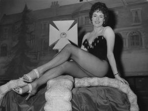 Anne Hart in 1959, rocking her fishnets.