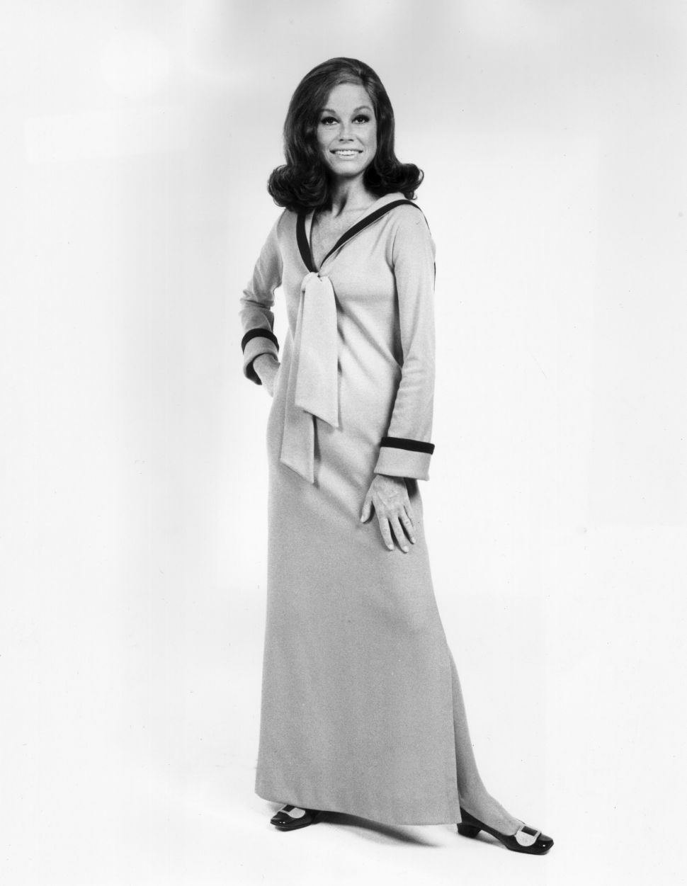 The Internet Pays Respect to Mary Tyler Moore & Her Iconic Beret