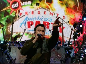 """LAS VEGAS - DECEMBER 31: Smash Mouth singer Steve Harwell performs during the """"CD USA"""" New Year's Eve event at the Fremont Street Experience December 31, 2006 in Las Vegas, Nevada. The music show is part of the """"America's Party"""" celebration in Las Vegas, featuring performances by six bands and a fireworks display from casino rooftops for the live New Year's Eve broadcast on DirecTV. (Photo by Ethan Miller/Getty Images)"""