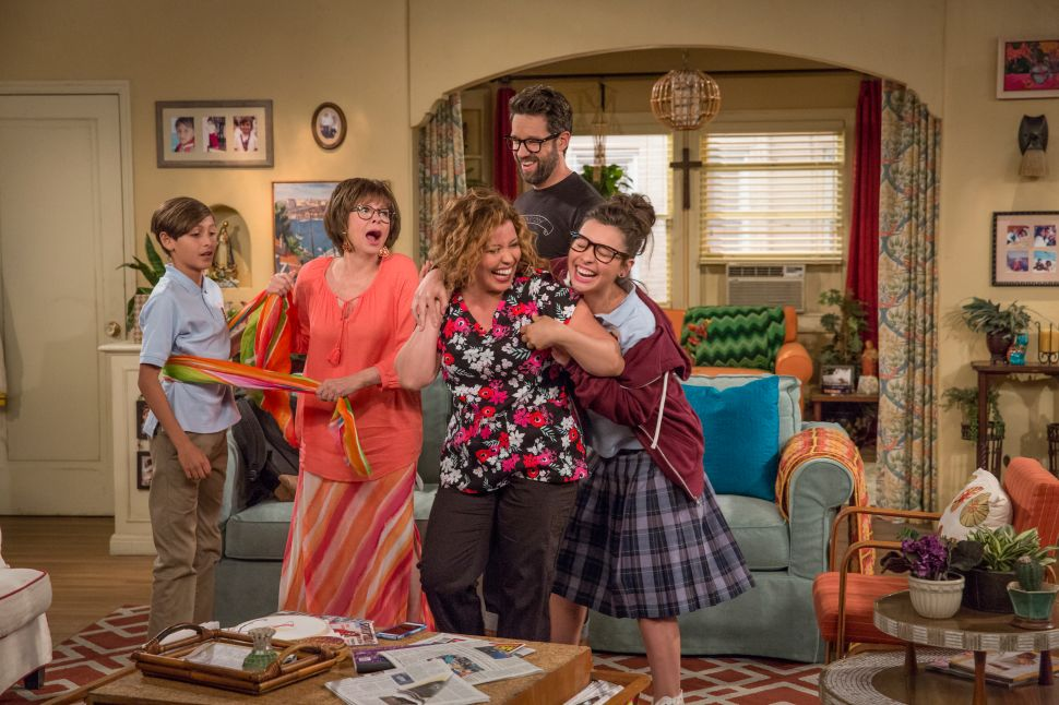 Social Download: Internet Reacts to 'One Day at a Time' and 'Celebrity Apprentice'