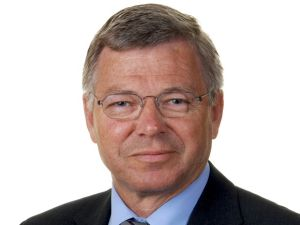 The two-time former Norwegian Prime Minister, Kjell Magne Bondevik, who is also a Lutheran priest, was held up at Dulles Airport because of an Iran stamp in his passport.