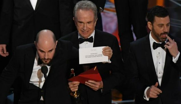 Warren Beatty, Jimmy Kimmel and company react to the Oscars Best Picture mix-up.