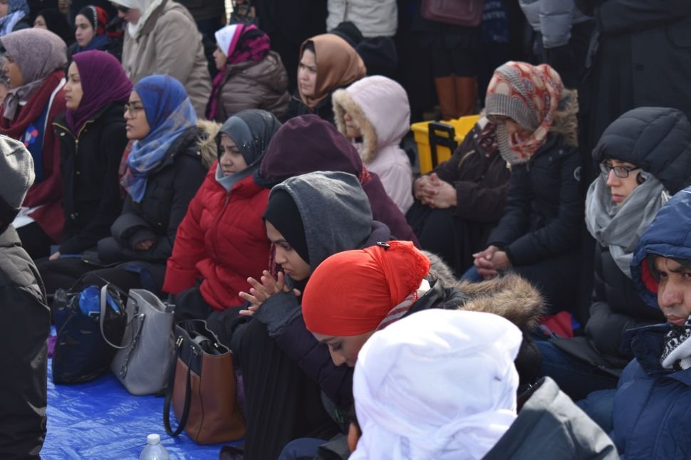 Muslims Pray in Front of JFK Airport to Protest Trump's Executive Orders