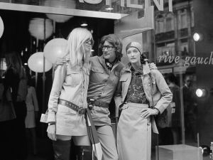 Yves Saint Laurent, with Betty Catroux (left) and Loulou de la Falaise, outside his 'Rive Gauche' shop.