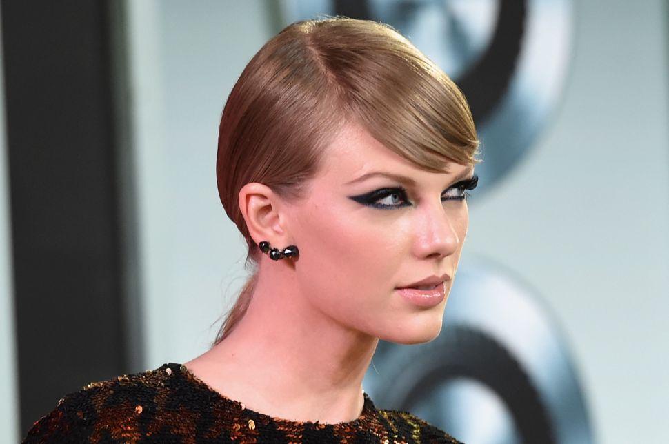 Taylor Swift Gets a New Neighbor; Robert F. Kennedy Jr. Lists Malibu Estate