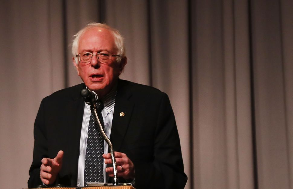 Democrats Need to Join Sanders' War on Prescription Drug Costs