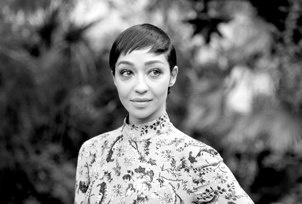 Oscar Upset? Best Actress Nominee Ruth Negga Plants a Kiss for Equality in 'Loving'