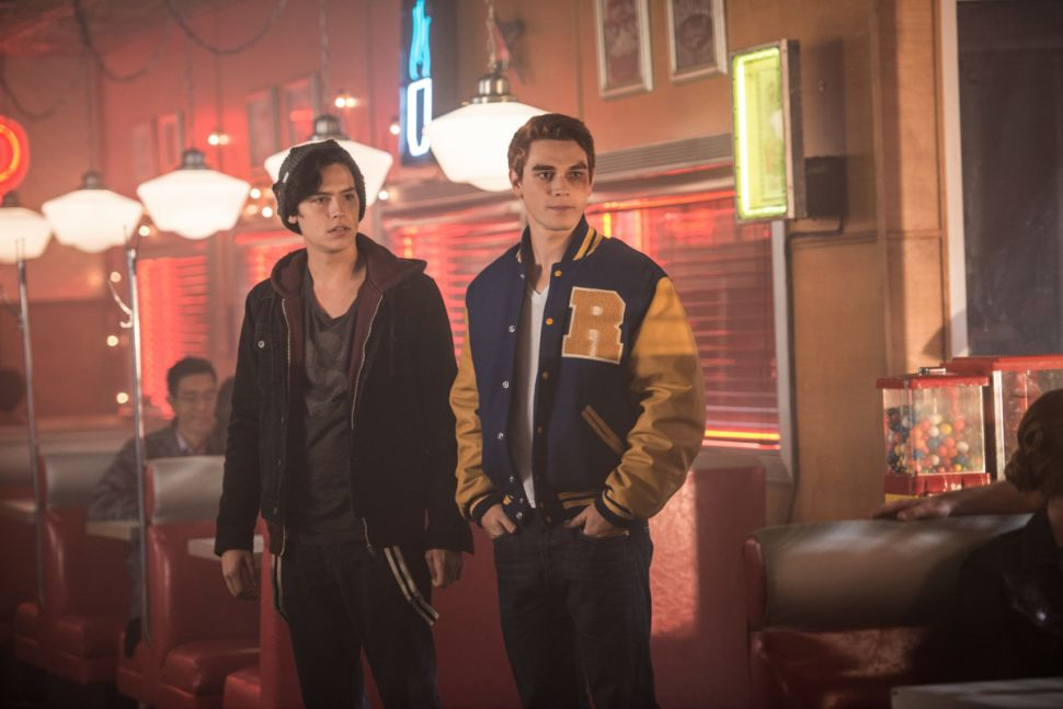 'Riverdale' Recap 1×02: How To Wrestle Your Besties Into Submissions