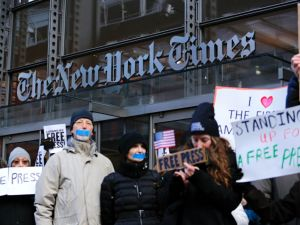 "People take part in a protest outside the New York Times on February 26, 2017 in New York. The White House denied access Frebuary 24. 2017 to an off-camera briefing to several major US media outlets, including CNN and The New York Times. Smaller outlets that have provided favorable coverage however were allowed to attend the briefing by spokesman Sean Spicer. The WHCA said it was ""protesting strongly"" against the decision to selectively deny media access. The New York Times said the decision was ""an unmistakable insult to democratic ideals,"" CNN called it ""an unacceptable development,"" and The Los Angeles Times warned the incident had ""ratcheted up the White House's war on the free press"" to a new level. / AFP / KENA BETANCUR (Photo credit should read KENA BETANCUR/AFP/Getty Images)"