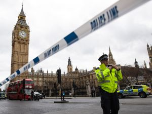 LONDON, ENGLAND - MARCH 22: A police officer stands guard near Westminster Bridge and the Houses of Parliament on March 22, 2017 in London, England. A police officer has been stabbed near to the British Parliament and the alleged assailant shot by armed police. Scotland Yard report they have been called to an incident on Westminster Bridge where several people have been injured by a car.