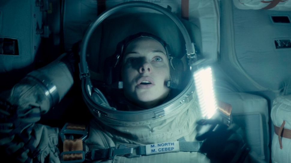 'Life' Is a Mediocre Mix of 'Alien' and 'Gravity'