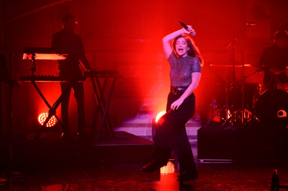 Social Download: Internet Reacts to Lorde on 'SNL', Bughead on 'Riverdale'