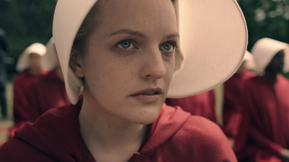 Elisabeth Moss Teases 'Full Body Chills' in Season 2 of 'The Handmaid's Tale'