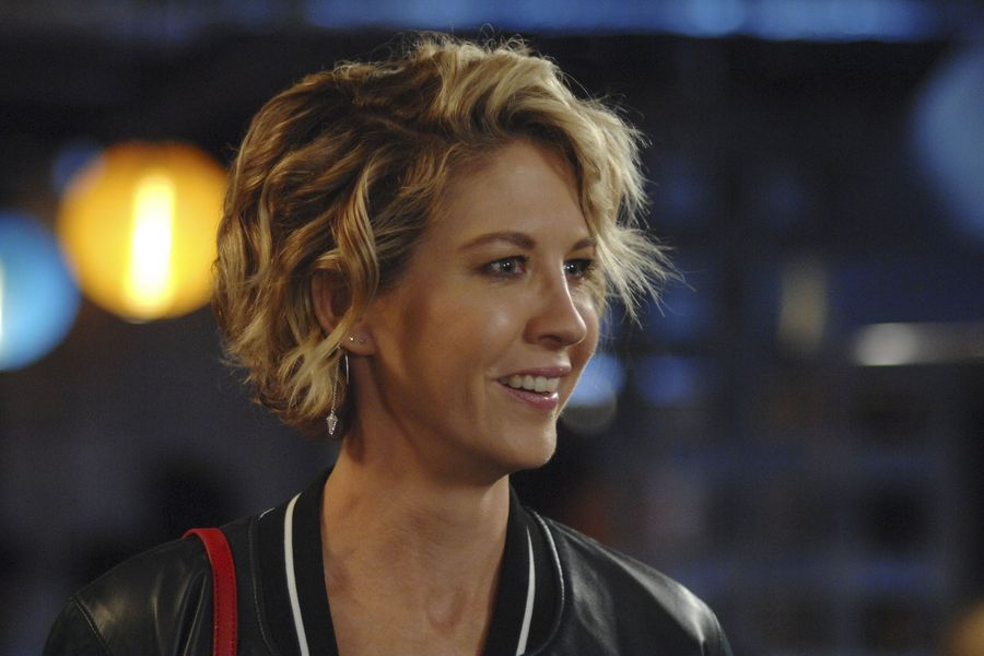 Scientology Trolls Hijacked Actress Jenna Elfman's Reddit AMA
