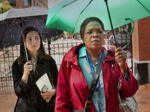 Rose Byrne as Rebecca Skloot and Oprah Winfrey as Deborah Lacks.