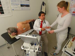 Standardized patient work simulates real doctor-patient interaction