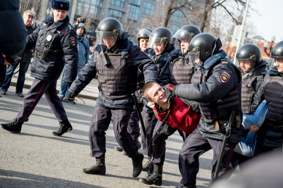 Anti-Putin Children's Crusade: Activist Bribes 20K Teens to Flood Moscow