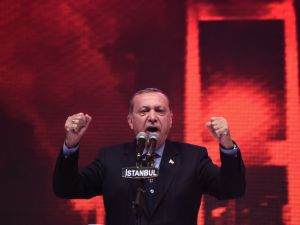 """Turkish President Recep Tayyip Erdogan gestures during his speech on April 12, 2017 during a 15 July Martyrs meeting and a campaign rally for the """"yes"""" vote in a constitutional referendum in Istanbul. Turks will vote on April 16, 2017 on whether to change the current parliamentary system into an executive presidency. / AFP PHOTO / OZAN KOSE"""