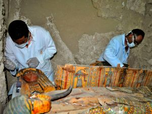 Archaeologists and the newly uncovered mummies.
