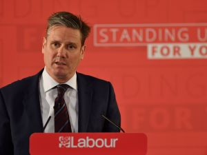 Main opposition Labour Party MP Keir Starmer, Labours Shadow Secretary of State for Exiting the European Union (Shadow Brexit Secretary), delivers a speech on the Labour Party's Brexit policy in central London on April 25, 2017 ahead of the June 8 general election. Britain will go to the polls on June 8 for an early general election. / AFP PHOTO / BEN STANSALL