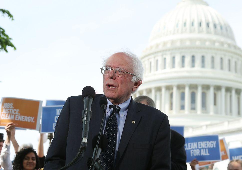 Bernie Sanders Says Establishment Won't 'Go Easily Into the Sunset'