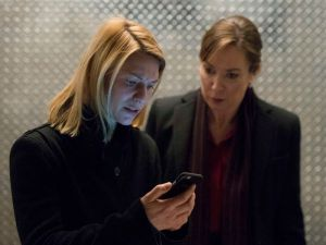 Claire Danes as Carrie Mathison and Elizabeth Marvel as Elizabeth Keane.