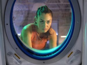 Lindsey Morgan as Raven. -- Credit: -- © 2017 The CW Network, LLC. All Rights Reserved