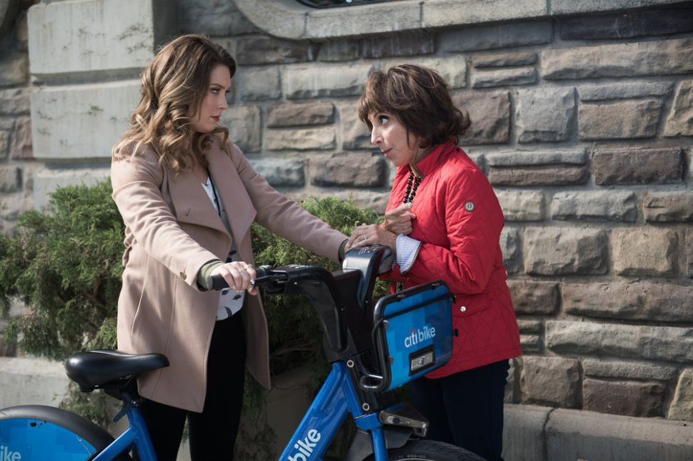 '30 Rock' Producers Spin Mother-Daughter Comedy in 'Great News'