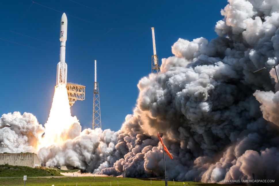 This 17-Year-Old Takes Mind-Blowing Photos of Rocket Launches