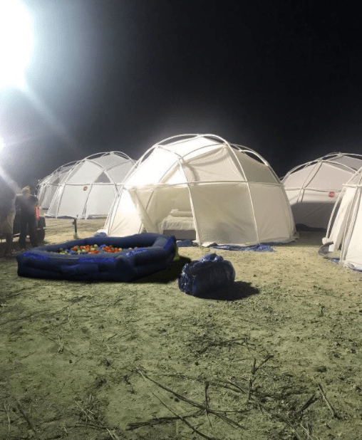 The Best Tweets From the Garbage Fire That Is Fyre Festival