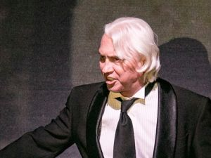 Baritone Dmitri Hvorostovsky makes a moving surprise appearance at the Metropolitan Opera's gala honoring Lincoln Center.