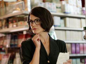Keri Russell as Elizabeth Jennings/Brenda Neill.